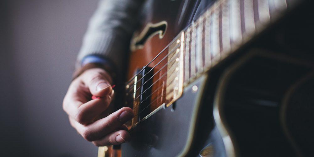 e-guitar-electric-guitar-15919 (1)